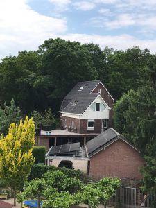 panelen op dak van schuur en carport