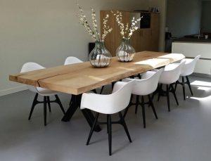 tafel en stoelen voor camerabewaking woodzs